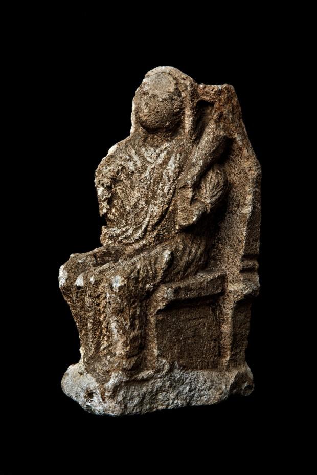 Abbondanza assisa in trono, statuetta ritrovata a Valera, MANPr (foto Amoretti)