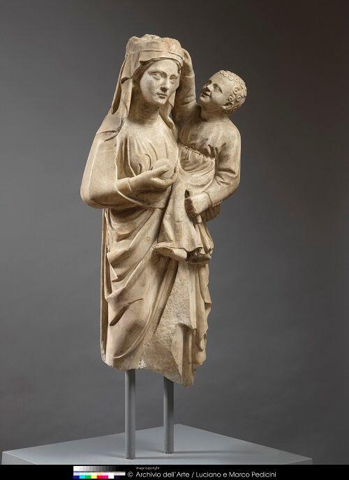 Nicola da Monteforte, 1311 Madonna con Bambino scultura frammentaria in marmo, Benevento Museo del Sannio