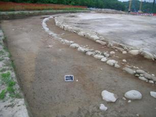 """Il grande """"circolo"""" cultuale del Nuovo Ospedale sant'Anna di Como, in corso di scavo, 2007 © MIBACT"""