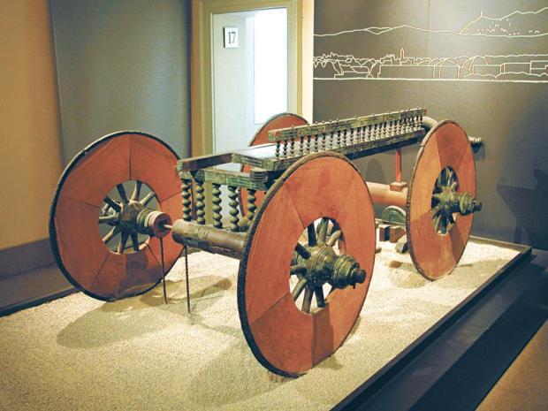 6_Carro cerimoniale protostorico_V sec. a.C._Rinvenuto a Lazzago nel 1928_esposto al Museo Archeologico di Como