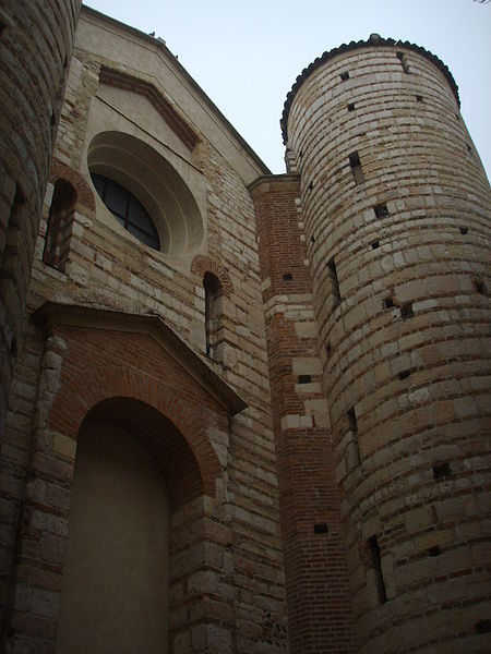450px-San_lorenzo2C_verona2C_facciata_03