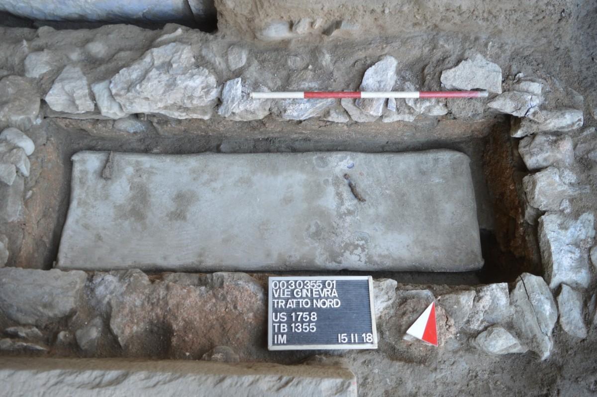 SCOPERTE / Aosta, riemergono due sarcofagi in piombo di epoca romana