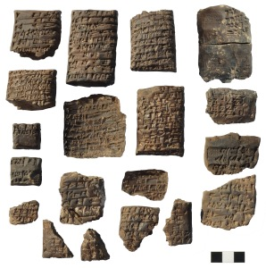 Tavolette, frammenti di tavolette e di buste con iscrizioni cuneiformi
