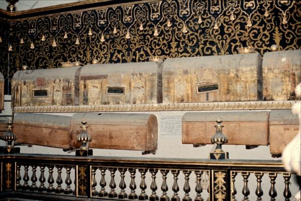 sarcofagi aragona napoli
