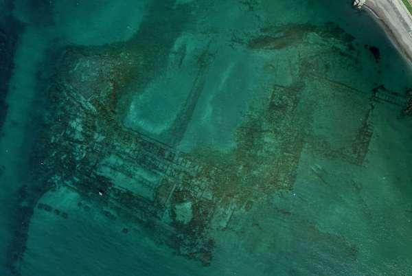 Foto area delle strutture sommerse di Porto Giulio- Parco Archeologico